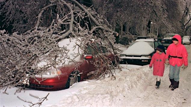 Une rue de Montréal en pleine crise du verglas, en 1998.