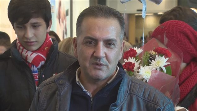 Mohammed Kurdi, ému, lors de son arrivée à l'aéroport de Vancouver