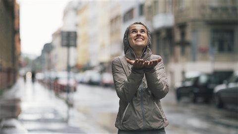 Développer un regard bienvaillant sur la vie aide à passer à travers les difficultés.