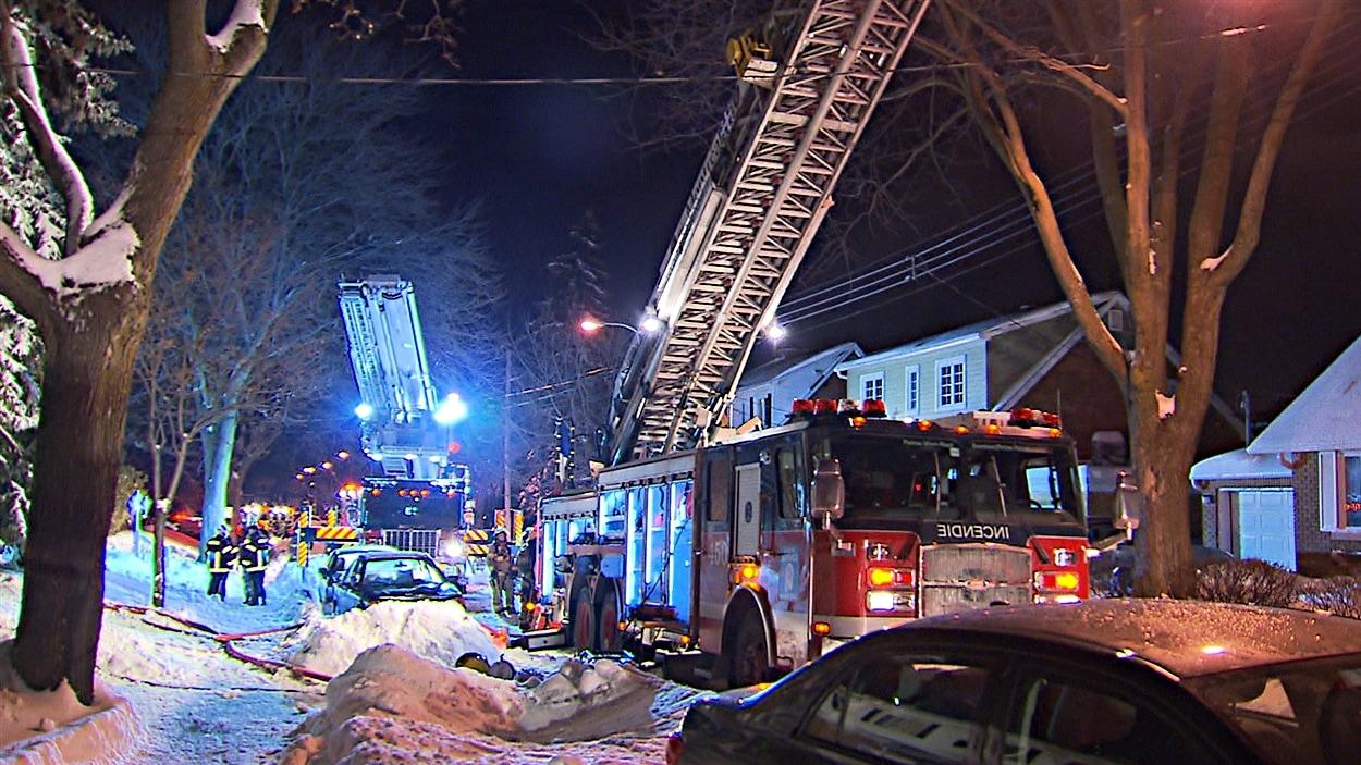 Les enquêteurs de la Section des incendies criminels du SPVM étaient sur place.