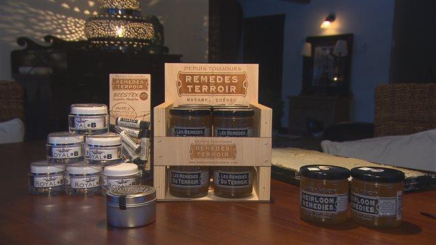 «La fabrication du miel est quand même un gros travail pour l'abeille... ça prend 100 000 abeilles qui font des milliers de kilomètres pour faire un petit pot.»