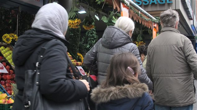 À Cologne, la communauté turque, établie dans cette ville depuis des décennies, condamne vivement les attaques perpétrées contre des femmes durant la soirée du Nouvel An.