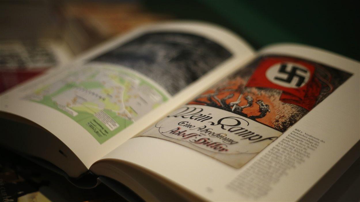 La version rééditée de Mein Kampf dans une librairie en Allemagne.