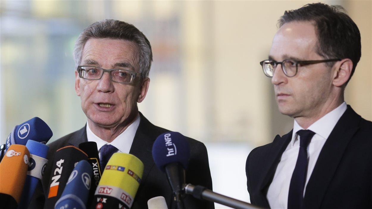Les ministres Thomas de Maizière et Heiko Maas ont annoncé le plan du gouvernement mardi.