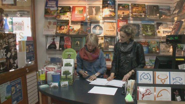 Marie-Ève Boulet et Geneviève Gagnon, copropriétaires de la librairie boutique Vénus à Rimouski.