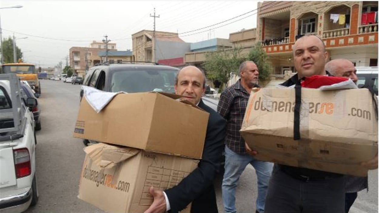 Le père Ephrem Azar (G) en compagnie d'un collègue lors d'un voyage au Kurdistan au printemps 2015
