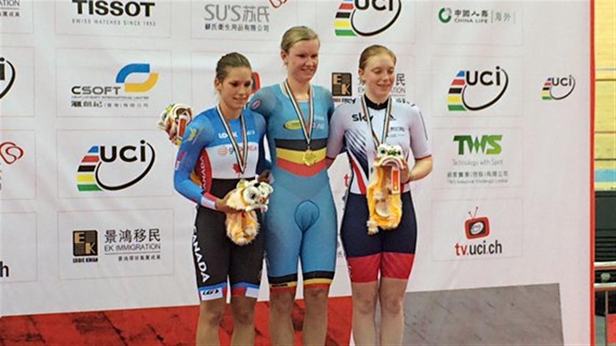 Jasmin Glaesser (à gauche) sur le podium à Hong Kong