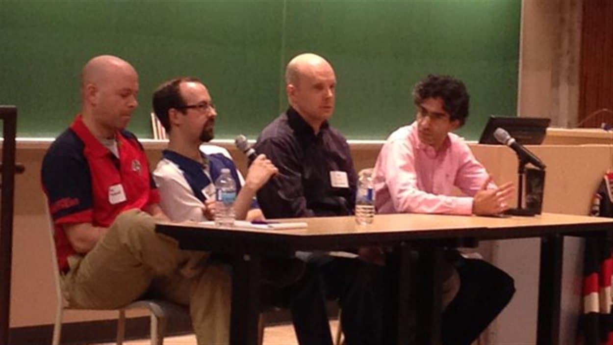 Environ 200 personnes se sont rassemblées à l'Université Carleton pour une conférence avec des acteurs du milieu de l'analytique et des statistiques avancées du hockey.