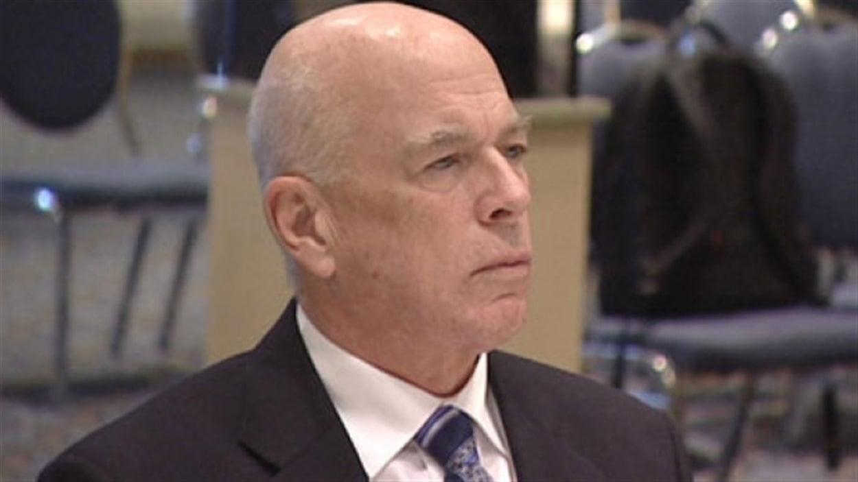 Le profil disciplinaire en ligne du docteur James Bernard Hanley en Alberta ne mentionne pas ses infractions déontologiques antérieures dans d'autres provinces.