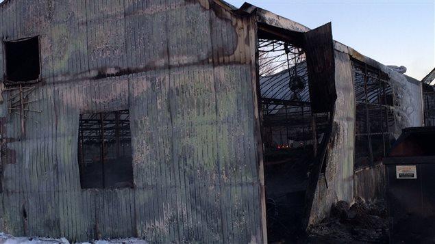 Les bâtiments touchés sont une perte totale.