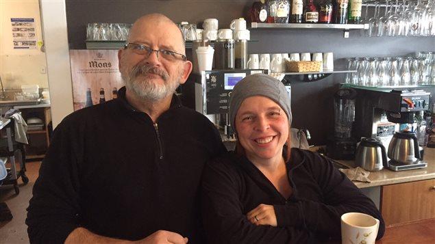 Les propriétaires de l'Auberge Chez Eugène, Ronnie Lysight et Marie-Joe Morin