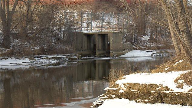 La rivière Flint traverse la ville du même nom, au Michigan