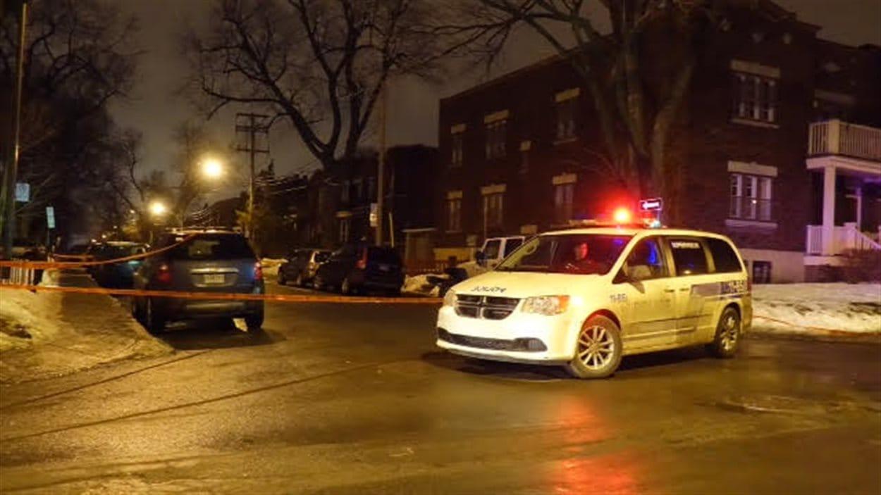 Une femme a été victime d'une agression au couteau sur l'avenue de Monkland à Montréal.