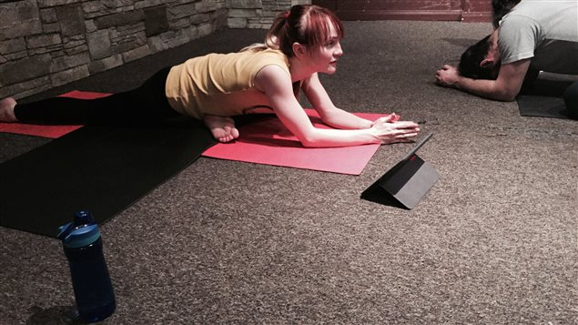 Lindsay Istace a un cours de yoga enragé.