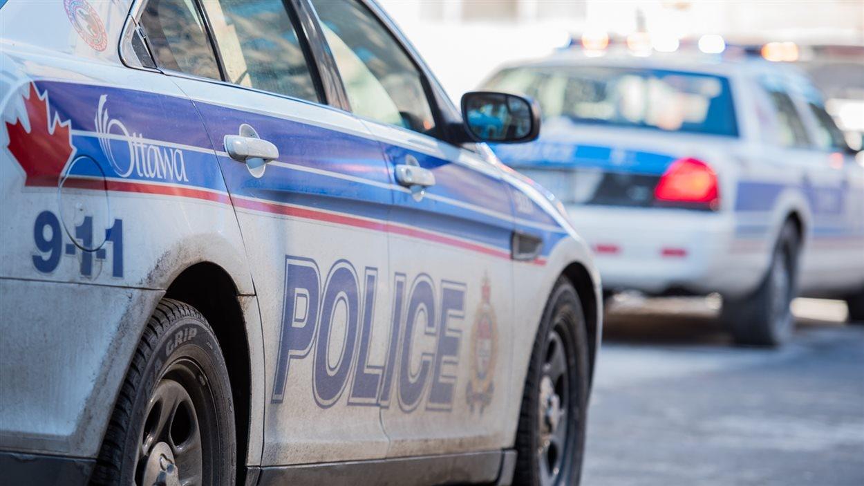 Des voitures de la police d'Ottawa.
