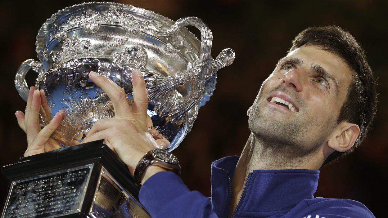Novak Djokovic a remporté les Internationaux de tennis d'Australie dimanche avec une victoire en trois manches face à l'Écossais Andy Murray.