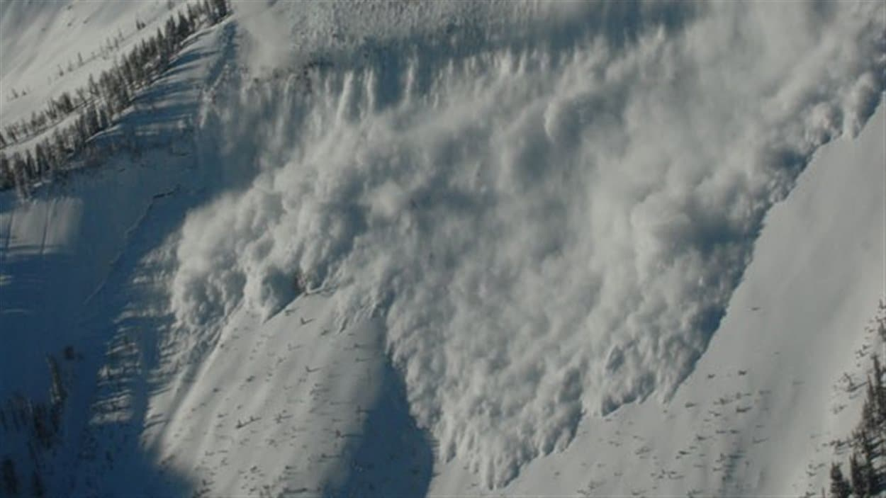 Une avalanche en haute montagne