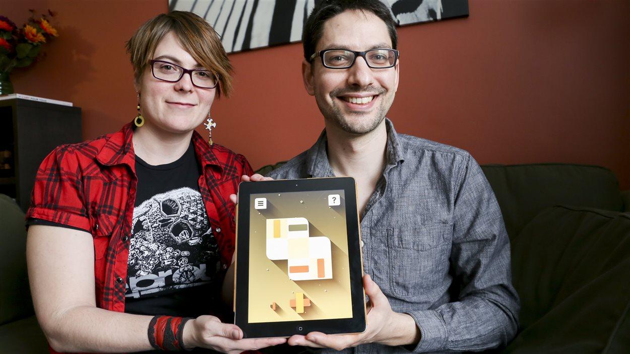 Maxime Beaudoin et Julie Lortie-Pelletier présentent fièrement Open Bar.