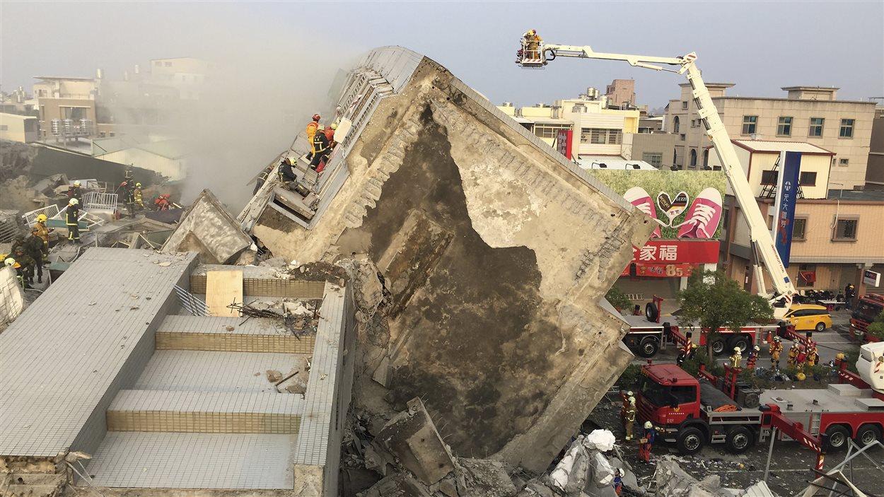Un séisme d'une magnitude de 6,4 a frappé le sud de Taïwan, créant l'effondrement d'un immeuble d'habitation.