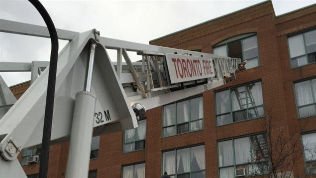 Des résidents ont dû être évacués par les fenêtres.