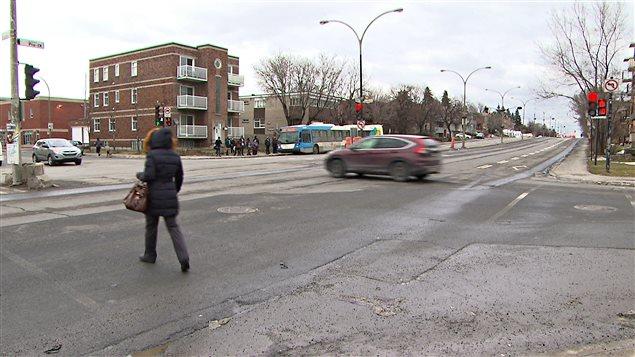 Le coin du boulevard Pie-IX et de la rue Beaubien est un des plus dangereux de Montréal pour les piétons.