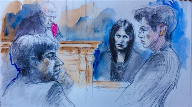 L'avocate de Jian Ghomeshi, Marie Henein, contre-interroge Lucy DeCoutere, qui allègue que l'ex-animateur de CBC l'a violentée.