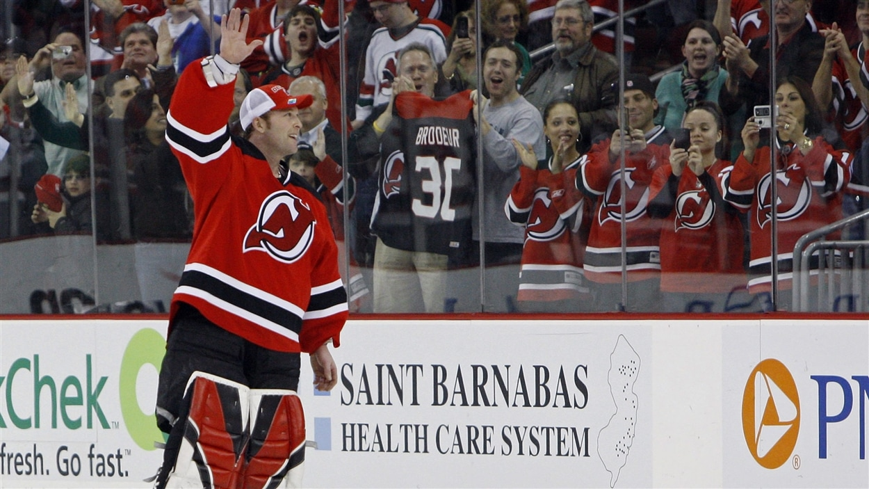 Martin Brodeur inscrit sa 552e victoire dans la Ligue nationale de hockey, le 18 mars 2009, et trône désormais au premier rang de l'histoire de la LNH pour le nombre de victoires remportées.