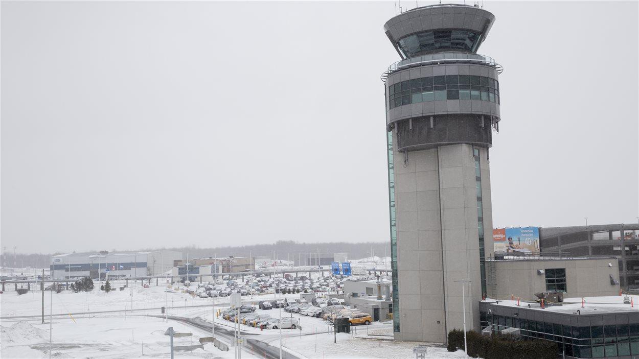 Tour de contrôle de l'Aéroport Jean-Lesage en hiver