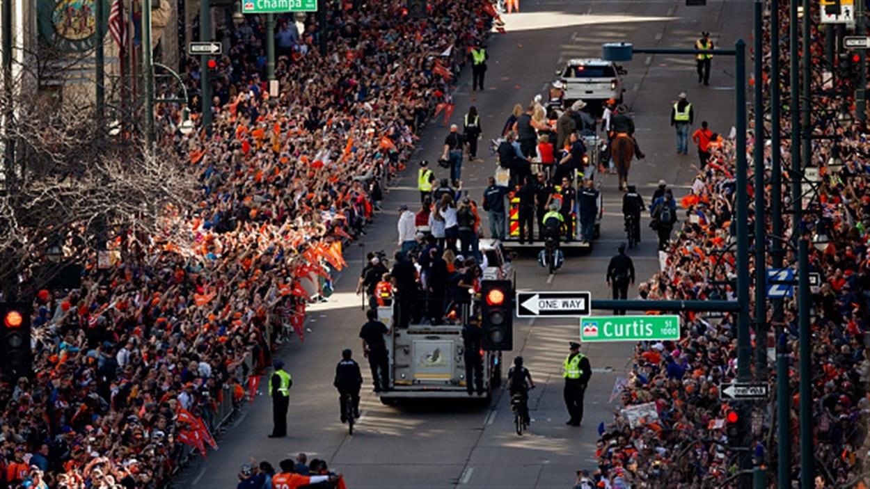 Des milliers de partisans des Broncos ont célébré leur équipe mardi après-midi dans les rues de Denver.