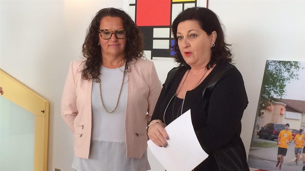Christine Baril, vice-présidente du Comité de soutien à la pédiatrie et Louise Vézina, présidente.
