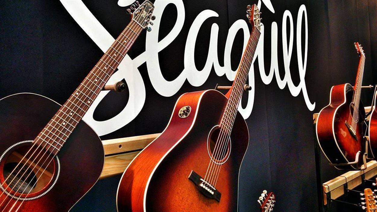 Des guitares Seagull en démonstration au National Association of Music Merchants en californie