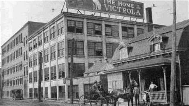 Vue de la rue Lenoir en 1912, avec l'immeuble RCA