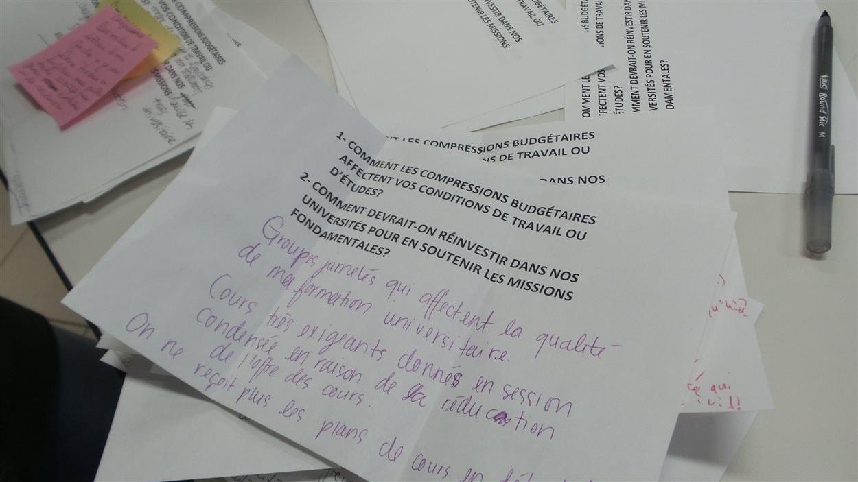 Syndiqués et étudiants ont consigné leurs doléances par écrit.
