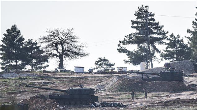 Les tirs d'artillerie turcs proviennent de ces tanks, stationnés à Kilis, près de la frontière syrienne.