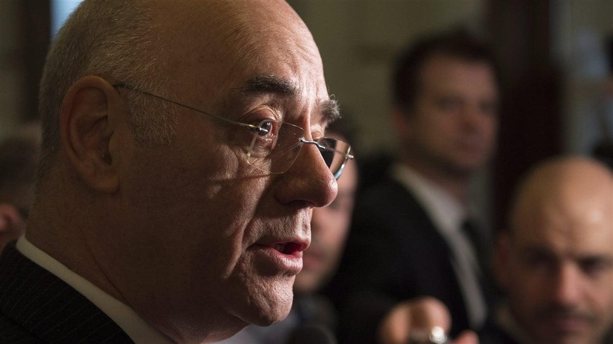 Le ministre Daoust dans une mêlée de presse à Québec