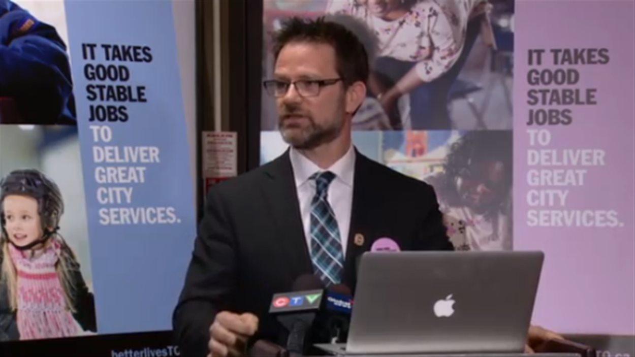 Tim Maguire du SCFP s'impatiente dans les négociations avec la Ville de Toronto.