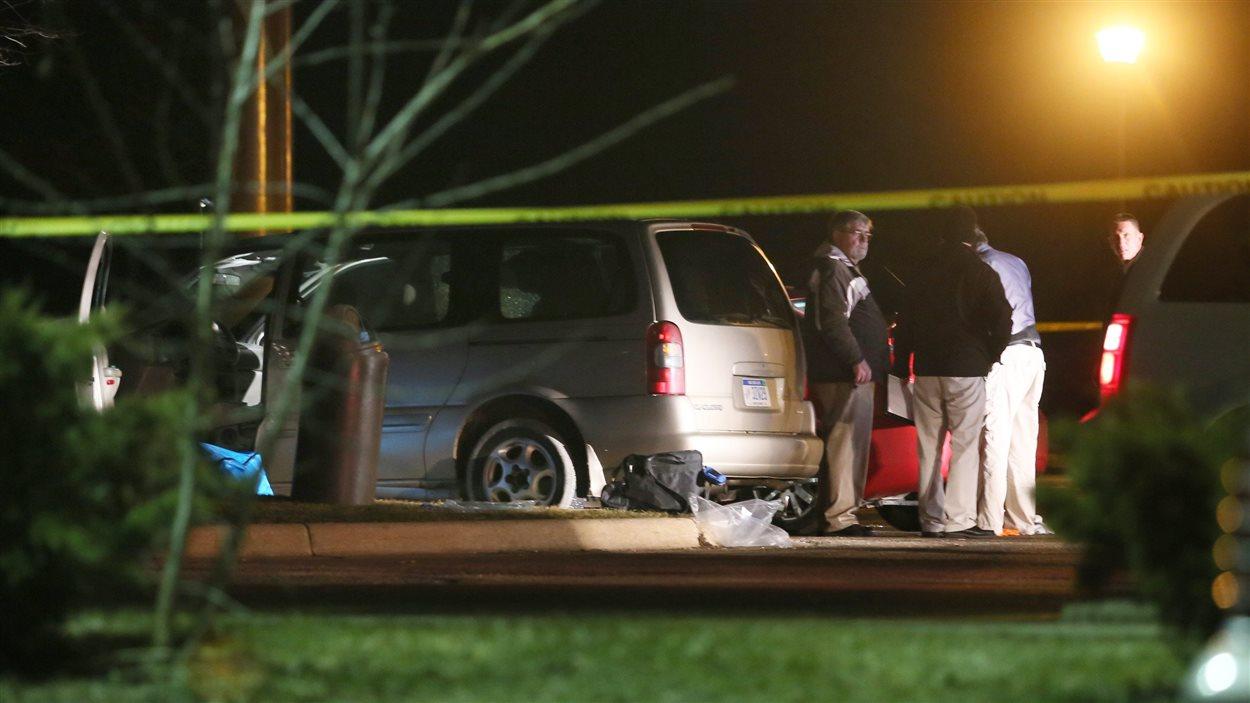 Enquête à la suite de la fusillade à Kalamazoo, au Michigan.