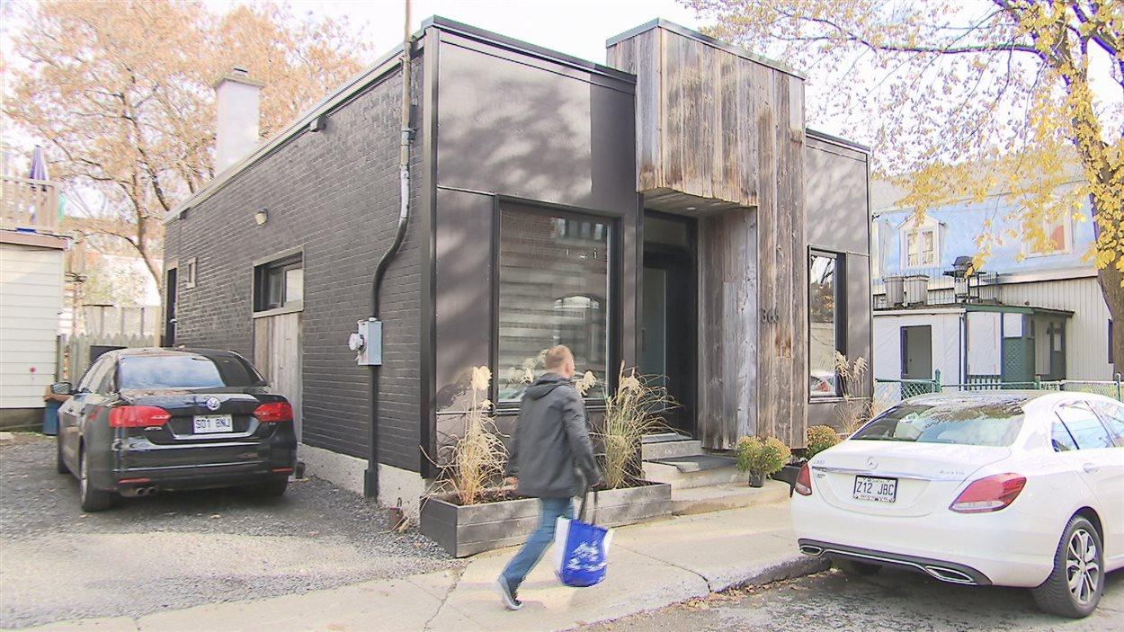 Une mini-maison dans le quartier Saint-Sauveur. Son propriétaire a rénové et converti une vieille imprimerie.