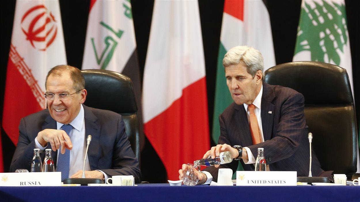 Le ministre russe Sergeï Lavrov et le secrétaire d'État américain John Kerry
