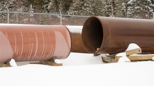 Des bouts de tuyax de pipeline.
