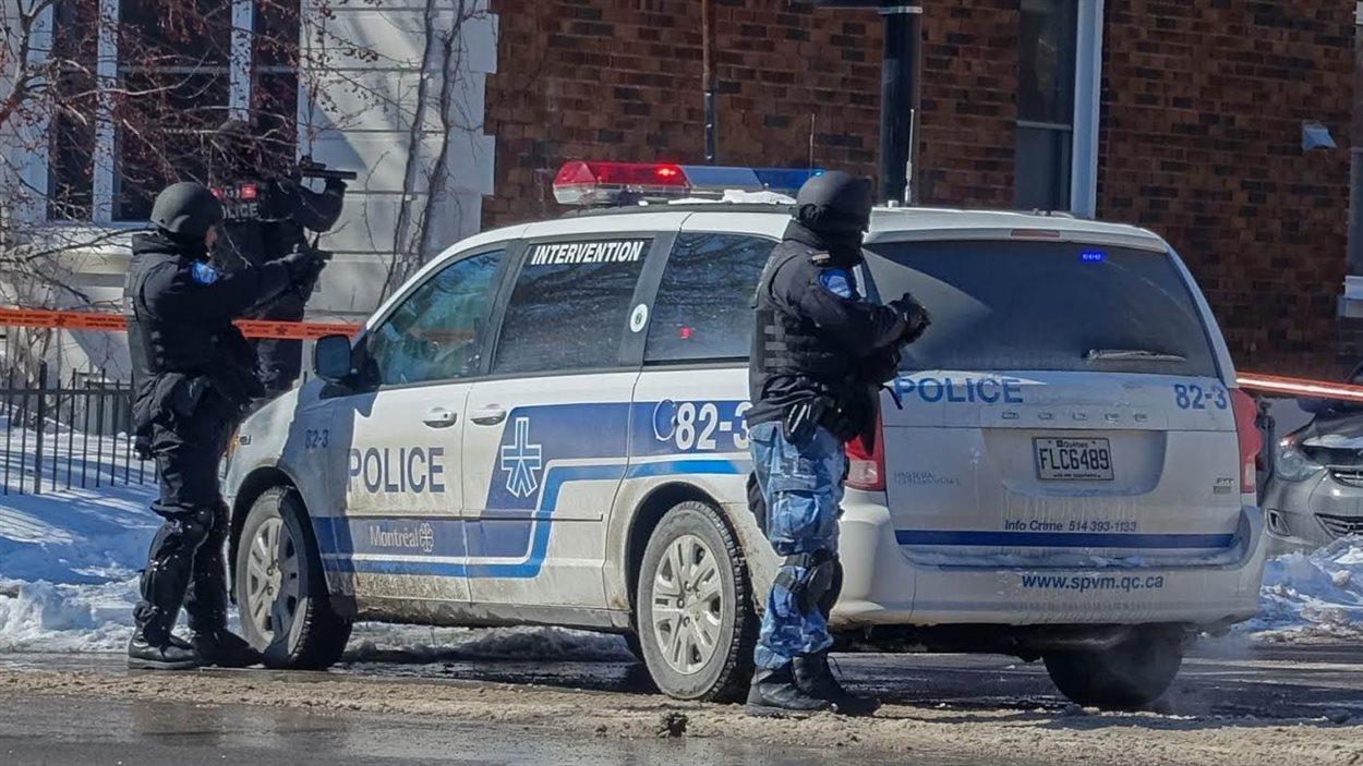 Une opération policière à l'angle de l'avenue des Érables et du boulevard Saint-Joseph.