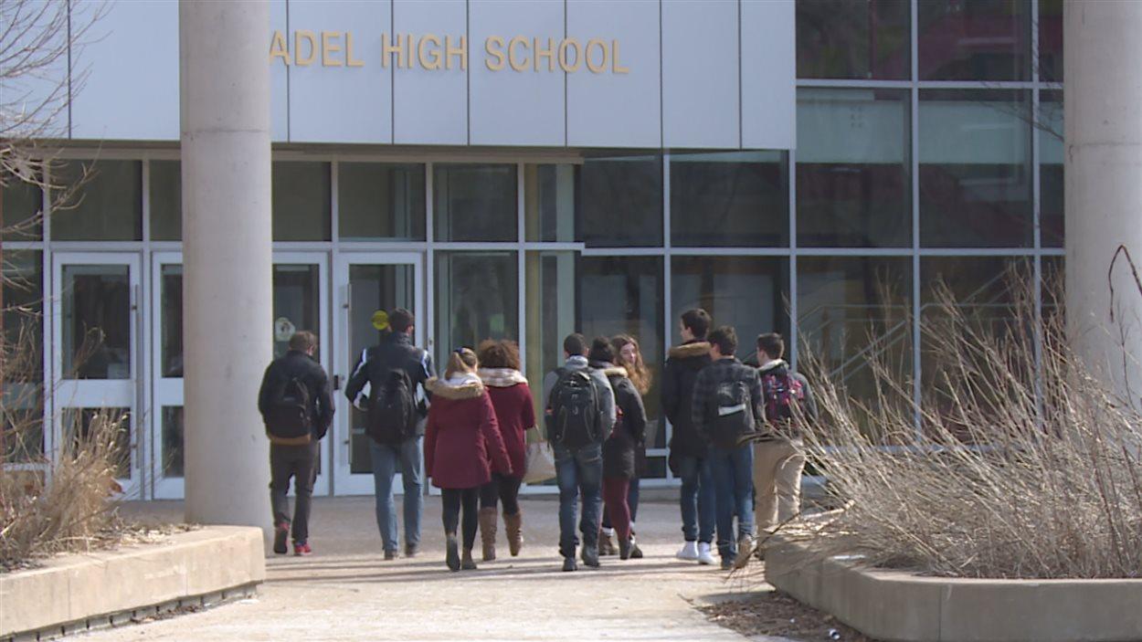 Le nombre d'élèves qui veulent leur diplôme d'études en langue française augmente.