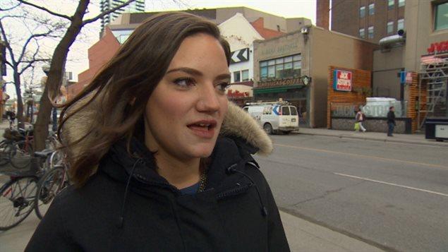 Jen Hatchard a démissionné de son poste de serveuse parce qu'on lui a dit qu'elle ne portait pas assez de bijoux.