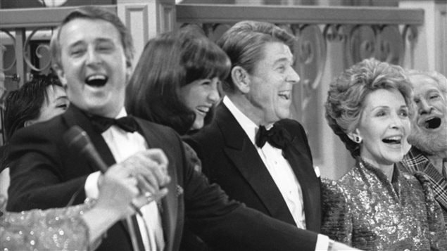 Le premier ministre Brian Mulroney et son épouse, Mila, en compagnie du président Ronald Reagan et de la première dame Nancy Reagan, lors d'un gala à Québec, en 1985.