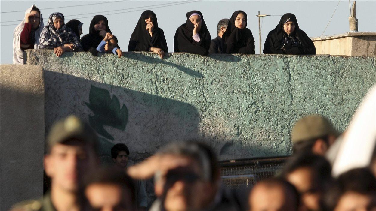 Des badauds assistent à une exécution en Iran (archives)