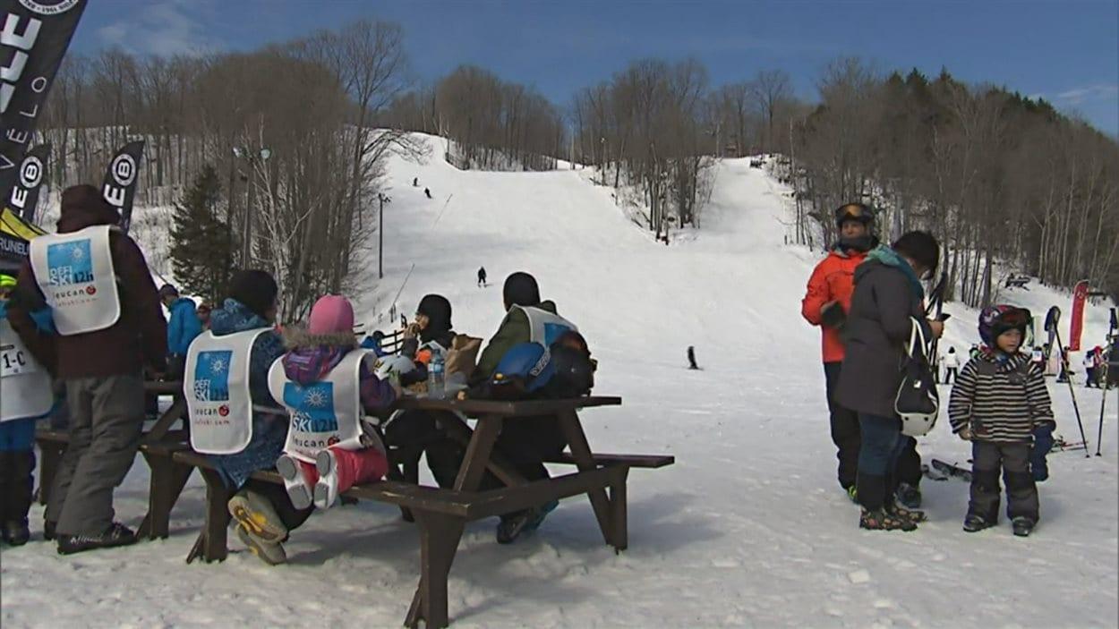 Le Défi 12 h de Leucan bat son plein à la station de ski Vallée du Parc.