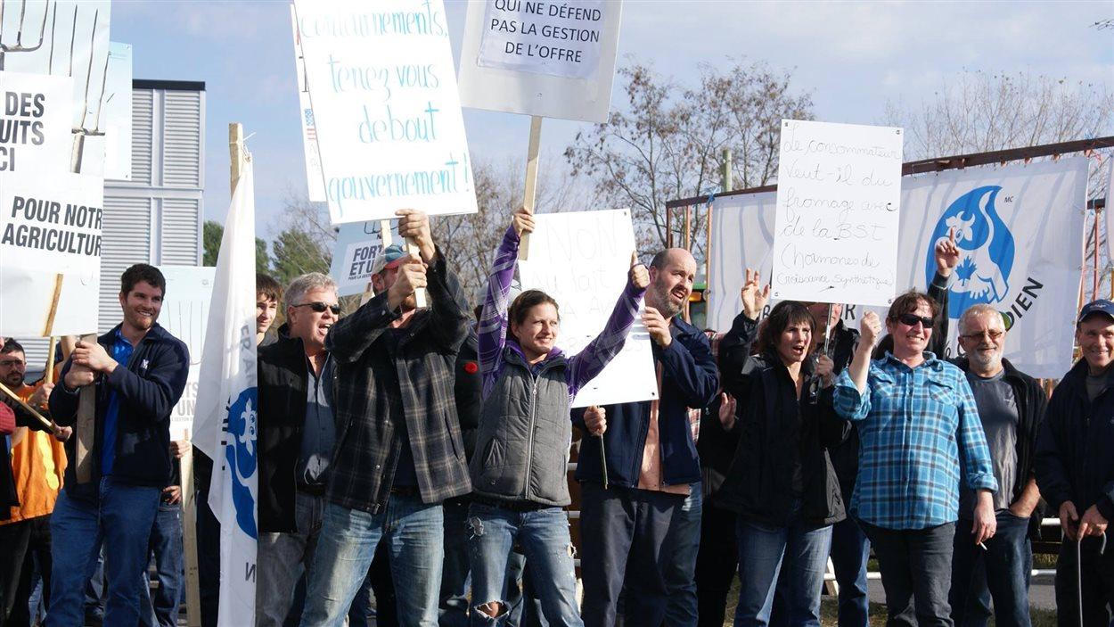 Manifestation de producteurs laitiers, le 5 novembre 2015, à Saint-Bernard-de-Lacolle