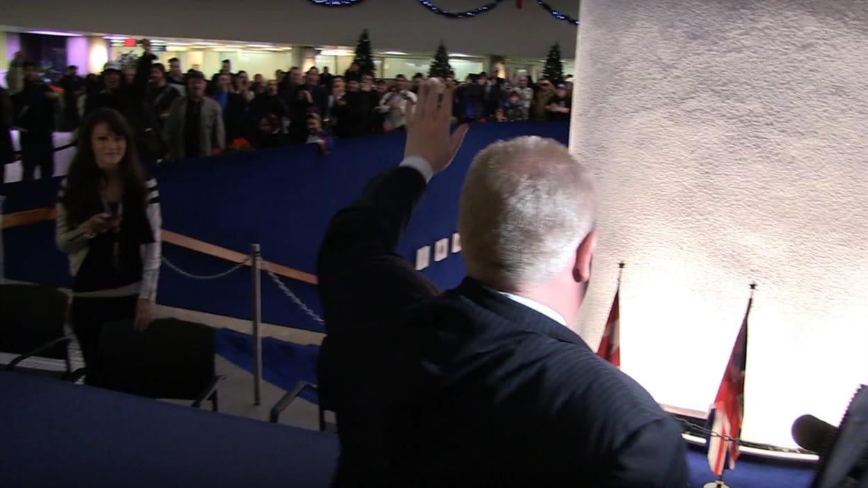 Rob Ford de dos dans un extrait de la vidéo hommage.