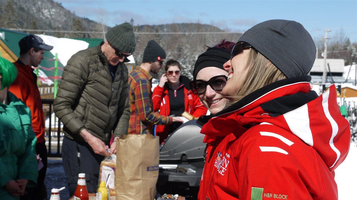 Le beau temps accompagne les amateurs de sports de glisse tout le weekend à la station de ski Pin Rouge