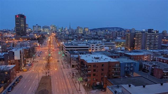 Vue sur le centre-ville de Montréal et le Mont-Royal